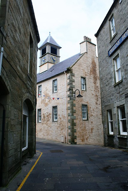 lerwick-road-to-the-old-tolbooth-source-wikimedia-geograph-org