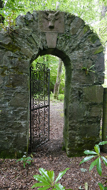 Churchyard gate in Saddell Abbey Kintyre © 2015 Scotiana