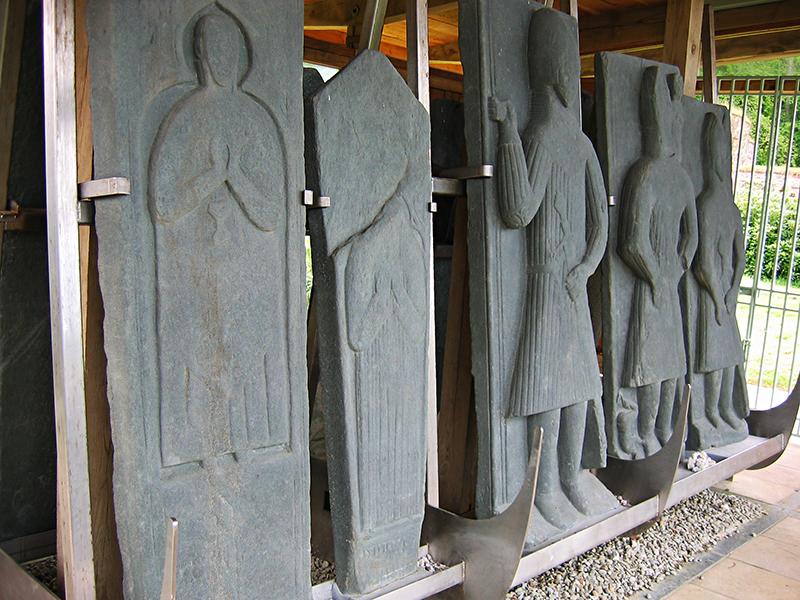 Saddell Abbey knight effigies © 2004 Scotiana