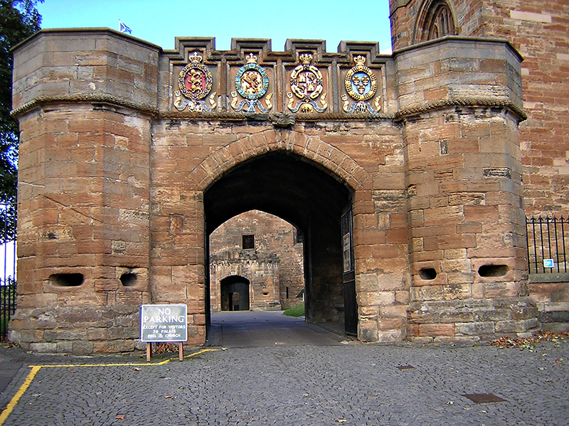 Linlithgow Palace Outer Gate © 2003 Scotiana