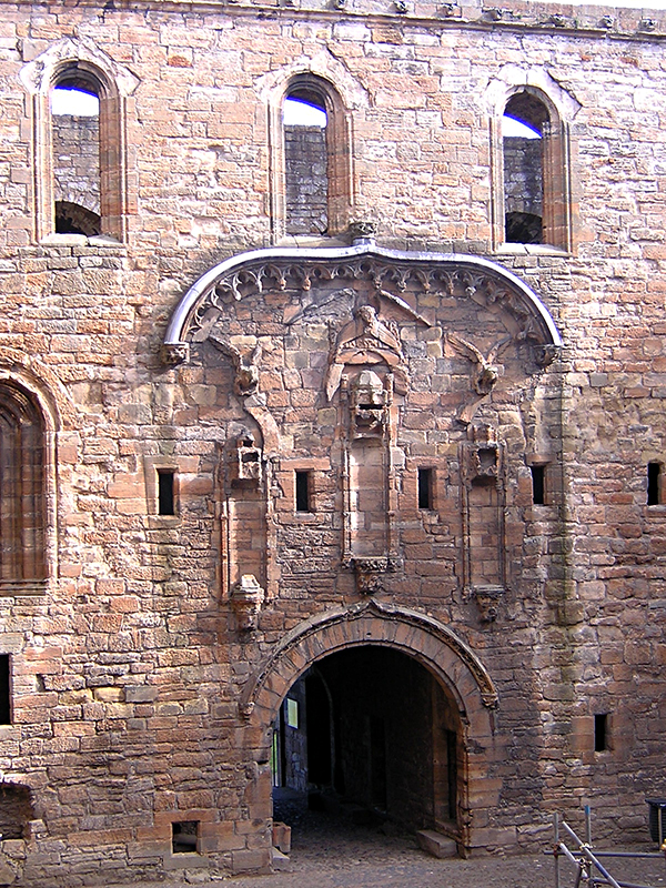Linlithgow Palace East range gateway © 2003 Scotiana