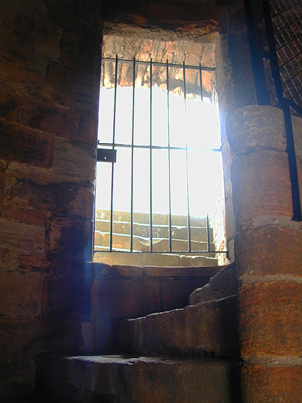 Linlithgow Palace turnpike stair © 2003 Scotiana