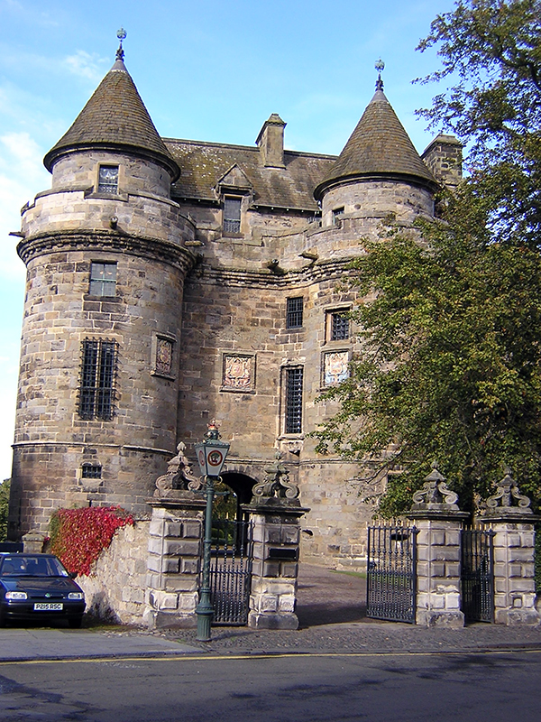 Falkland Palace Gatehouse © 2003 Scotiana