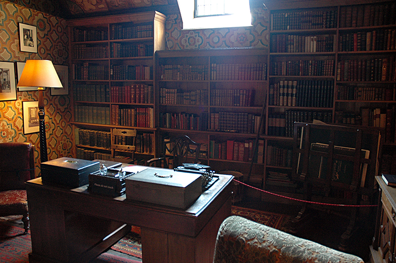 Falkland Palace books & desks in the Old Library © 2006 Scotiana