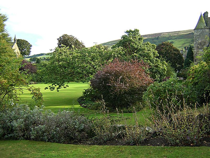 Falkland Palace Garden © 2003 Scotiana