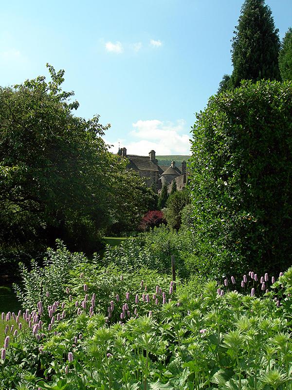 Falkland Palace back garden © 2006 Scotiana