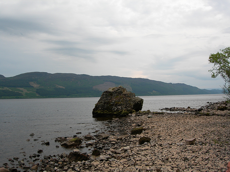 Loch Ness pebble beach & rock © 2006 Scotiana