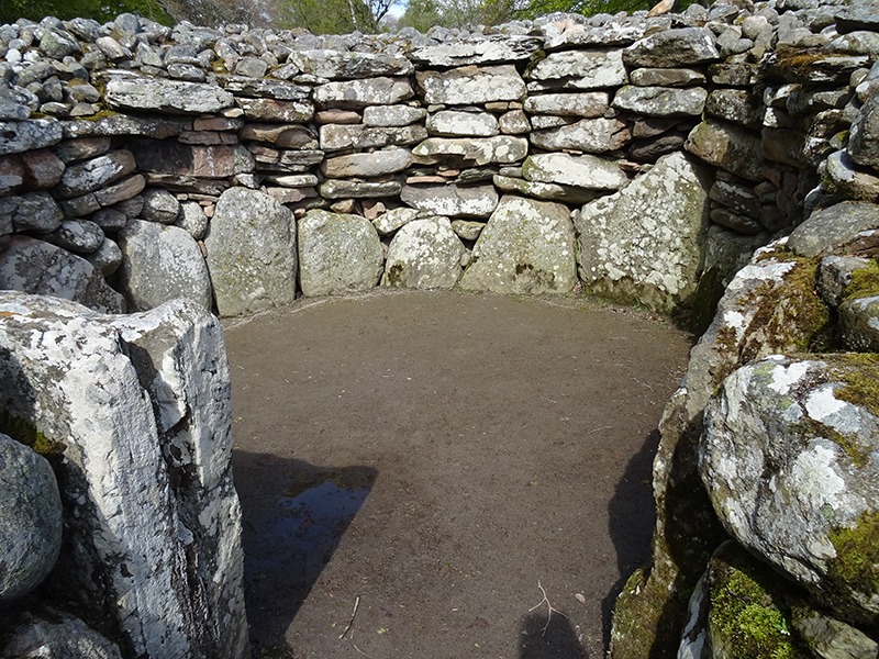 Clava Cairns grave chamber © 2015 Scotiana