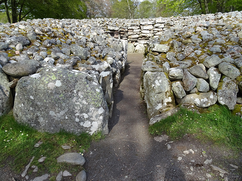 Clava Cairns grave's entrance passage © 2015 Scotiana