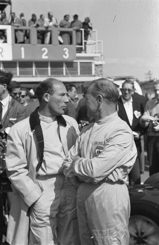 Stirling Moss (left) with Innes Ireland at the 1961 Dutch Grand Prix