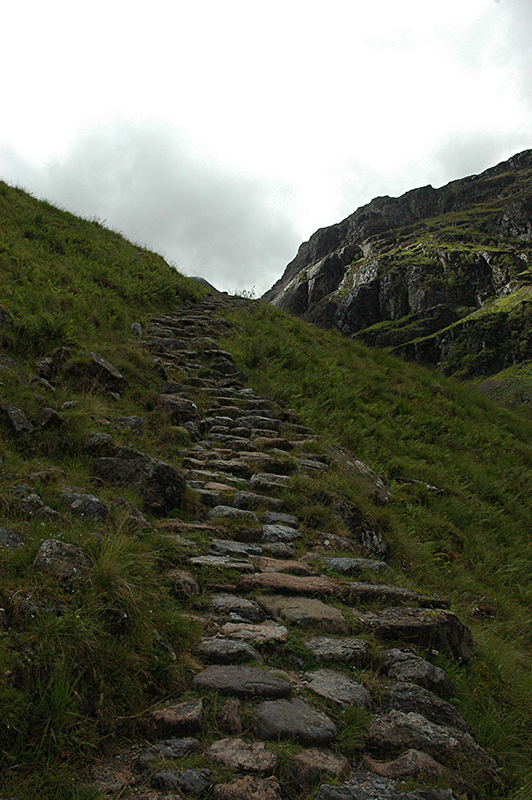 Glencoe cobbled path © 2006 Scotiana