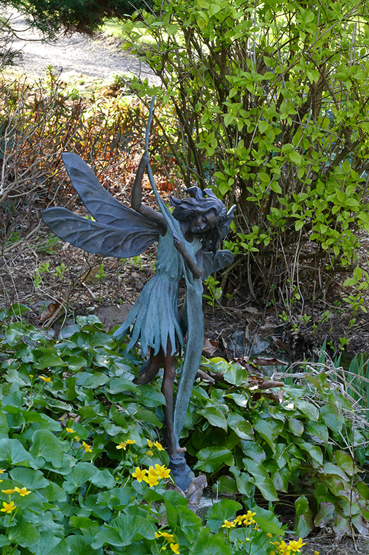 Drum Castle garden fairy statue © 2015 Scotiana