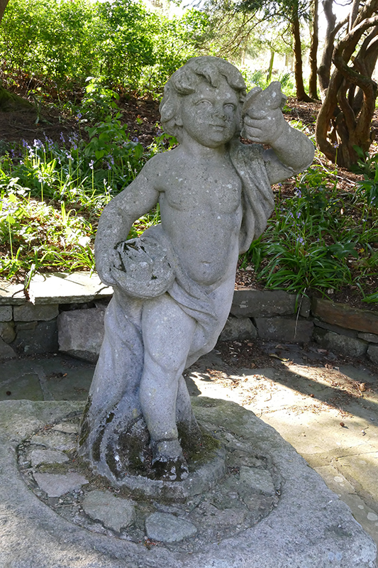 Drum Castle gardens statue of a small child © 2015 Scotiana