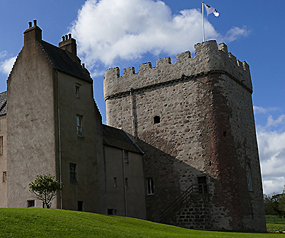 Drum Castle tower entrance © 2015 Scotiana