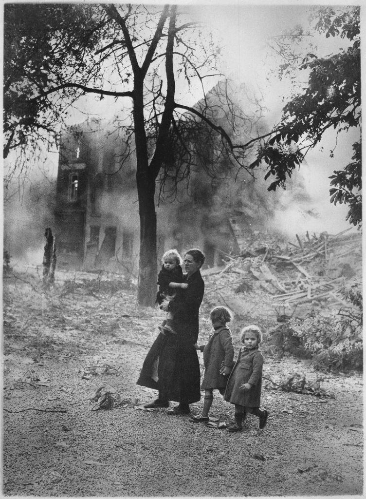 Belgian_refugees._United_Nations_-_NARA_-_535895.tif
