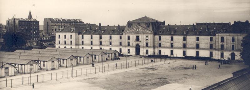 Old postcard Caserne Saint-Denis - Source Archives de la Ville de Saint Denis