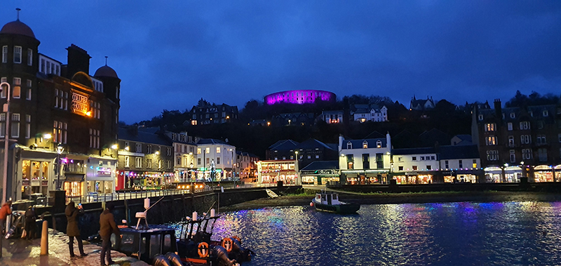 Oban by night © 2019 Scotiana
