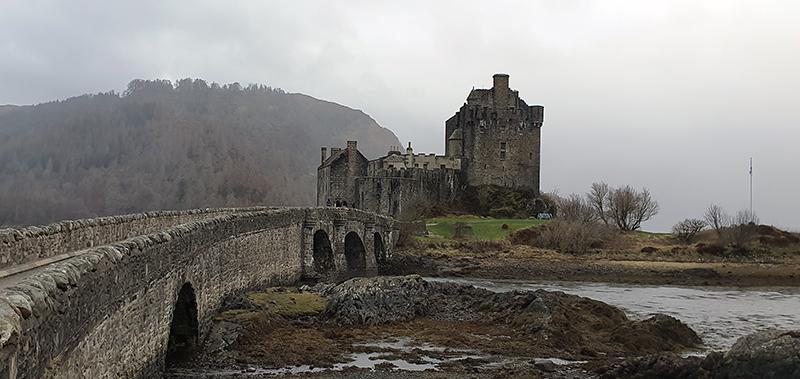 Eilean Donan Castle © 2021 Scotiana