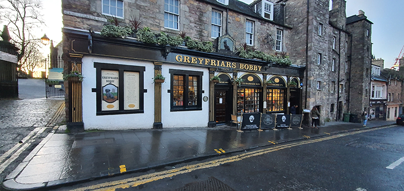 Edinburgh Greyfriar's Kirkyard and Bobby pub © 2019 Scotiana