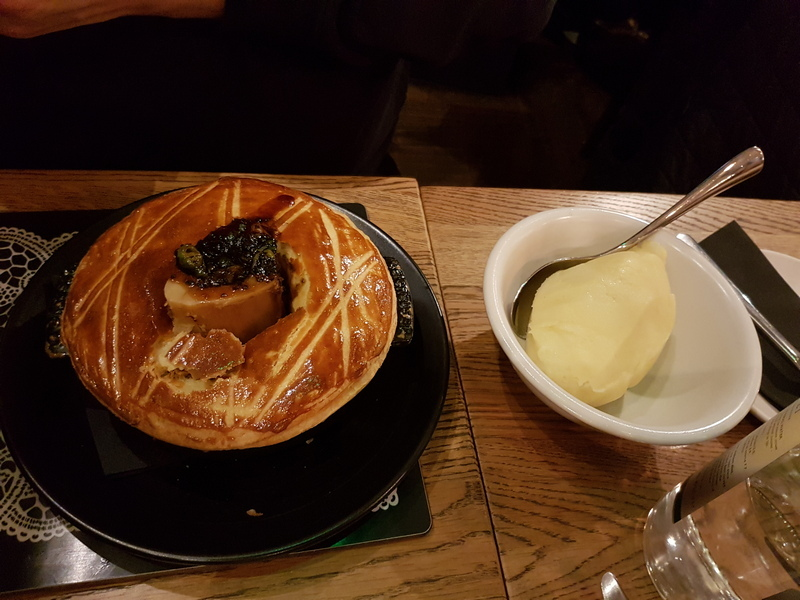 Edinburgh Scran & Scallie restaurant ale pie © 2019 Scotiana