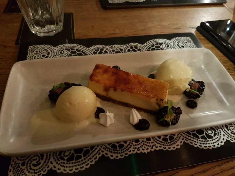 Edinburgh Scran & Scannie restaurant cheese cake & vanilla ice cream © 2019 Scotiana