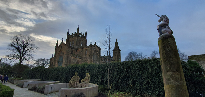 Scotland in winter Dunfermline cathedral © 2019 Scotiana