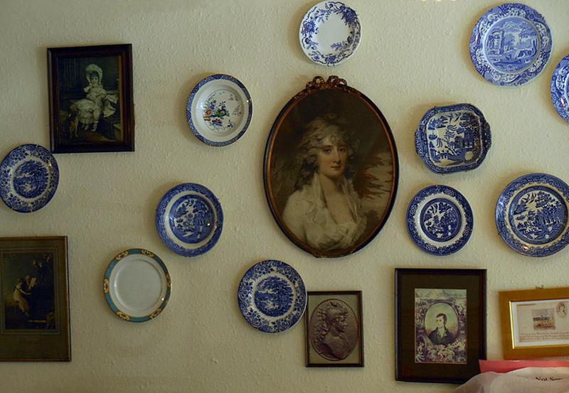 Clarinda's Tearoom memorabilia Canongate Edinburgh © 2012 Scotiana