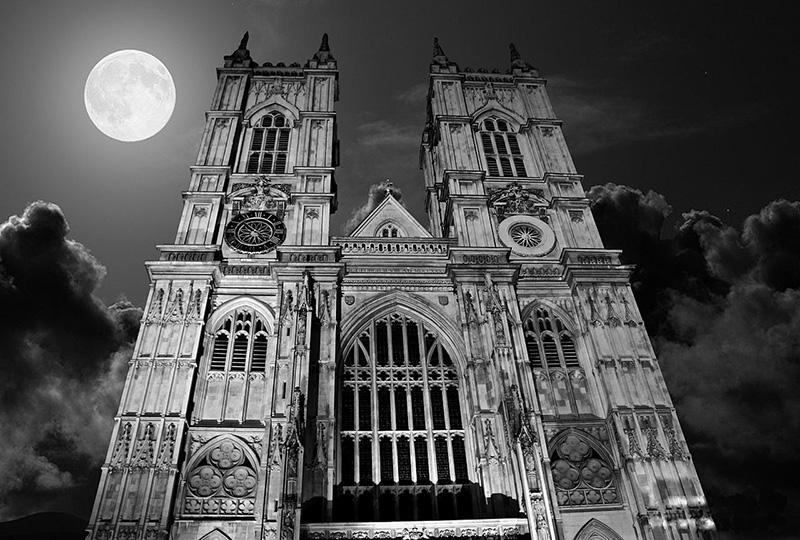 Westminster Abbey under Full Moon Wikimedia
